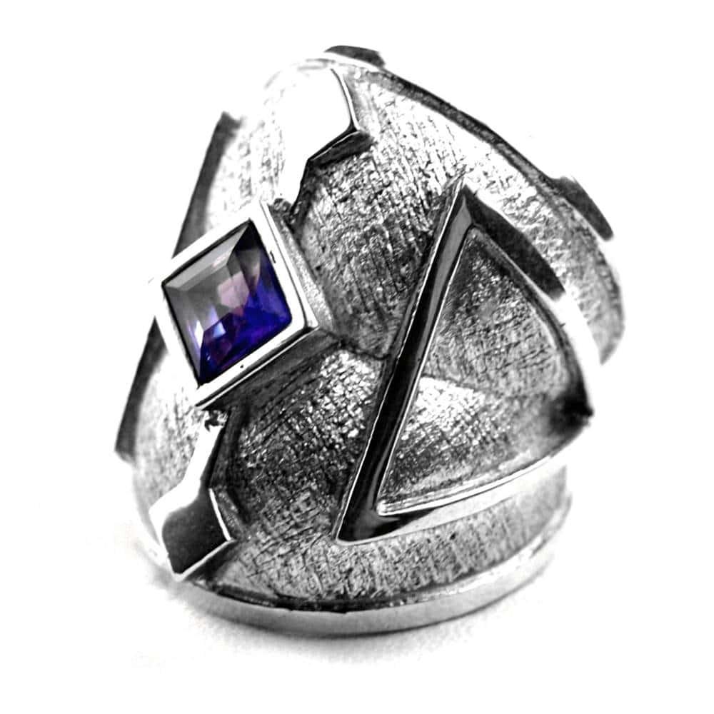 Bague contemporaine argent brut symboles pierre carrée améthyste