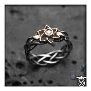 Bague fiançailles entrelacs ajourés et fleur or bicolore et diamant