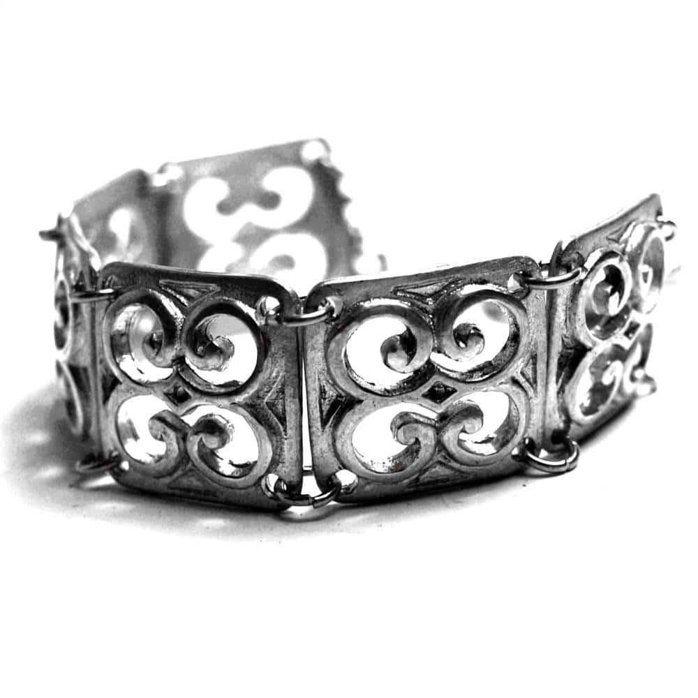 Bracelet médiéval étain motifs ciselés ajourés