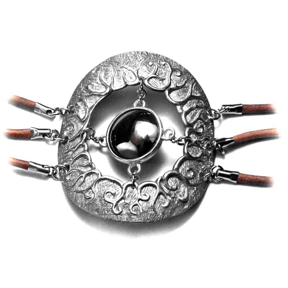 Bracelet motif large étain brut ciselé racines hématite cabochon