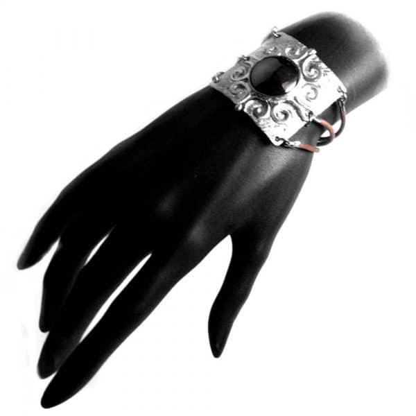Bracelet motif large étain ciselé cuir pierre naturelle hématite