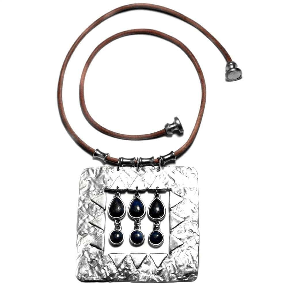 Collier gros motif étain texture et pendeloques pierres naturelles lapis-lazuli cuir