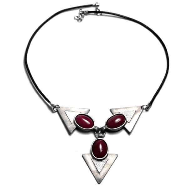Collier symbole 3 triangles étain et pierre naturelles ovales opales teintees violettes