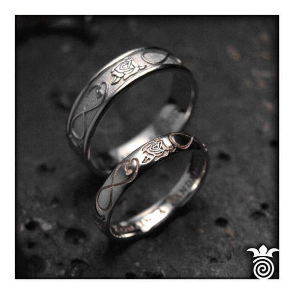 Duo d'alliances or blanc et or rose coordonnées motif rose et symbole amour infini