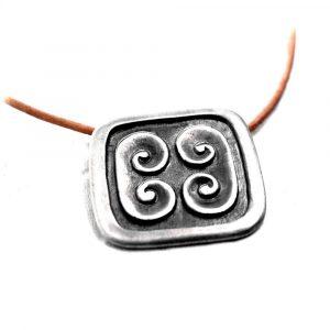 Pendentif argent carré style médiéval