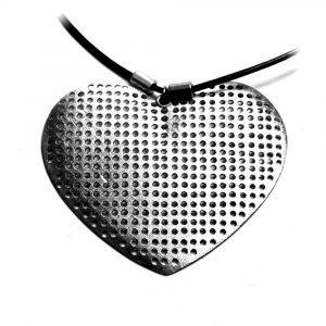 Pendentif coeur gros comme ça étain brossé cuir noir