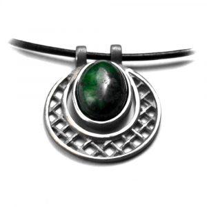 Pendentif rond et grille étain pierre naturelle sodalite cuir noir opale teintée verte cuir noir