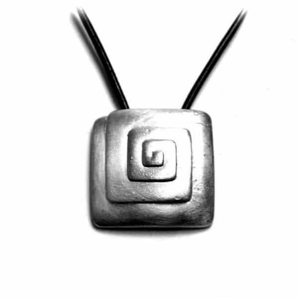 Pendentif spirale carrée étain brossé