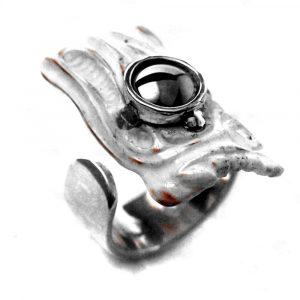 Pièce unique bague argent os sculpté hématite